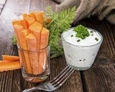 Batônnets de carottes sauce ciboulette : http://www.cuisineaz.com/recettes/batonnets-de-carottes-sauce-au-yaourt-et-ciboulette-67124.aspx