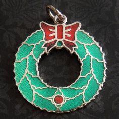 Vintage-Enamel-CHRISTMAS-XMAS-WREATH-BIG-RED-BOW-Sterling-Silver-Holiday-Charm
