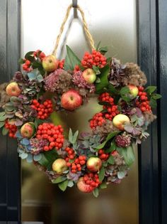 23 Cute And Yummy Apple Wreaths For Fall Home Décor | DigsDigs by MyLittleCornerOfTheWorld