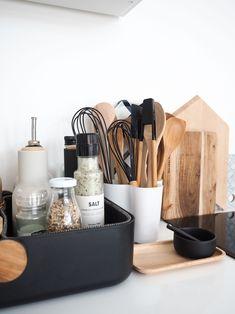 Kitchen Countertop Decor, Home Decor Kitchen, Kitchen Interior, Home Kitchens, Kitchen Design, Home Decor Accessories, Kitchen Accessories, Kitchen Organisation, Organization