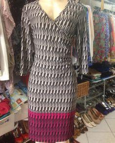 Esse vestido esta novinho com etiqueta da loja modelo transpassado fino e elegante  #brechócamarimtododianovidade  #brecho .