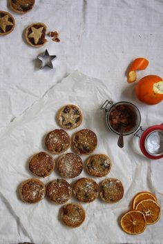 My healthy twist on amazing British Mince Pies that you´ll gladly enjoy even though Christmas is over!