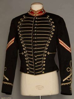 WOOL CAVALRY JACKET, AMERICA, 1889 - what is it about a gorgeous military uniform on a man? - perhaps the way it sets off his figure? - Augusta Auctions