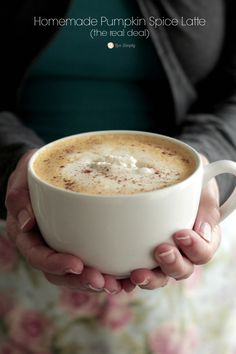 Homemade Pumpkin Spice Latte ~ This looks like a great recipe. I have to make!!