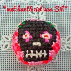 ~Geborduurde skull-knoop gemaakt met hart&ziel door Sil~