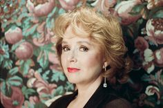 Piper Laurie, who played Catherine Martell, asked Shimatsu-u to shoot her portrait after seeing pictures of Sherilyn Fenn against the same backdrop.