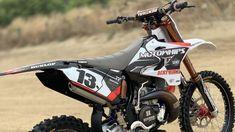 Ultra Yamaha YZ250 2 Stroke Motowhips Build – Dirt Bike Magazine Motocross Videos, Dirt Bike Magazine, Carbon Fiber, Yamaha, Racing, Biker, Platform, Europe, Detail