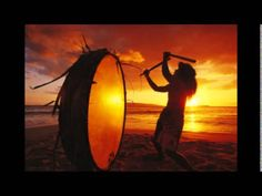 Native Hawaiian beating drum on Makena beach at sunset, Maui, Hawaii Hawaiian Men, Hawaiian Sunset, Hawaiian Theme, Estas Tonne, Chakras, Gretsch, Native Indian, Native Art, Samana