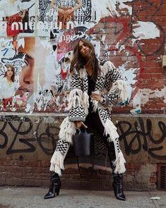 Street Fashion Shoot, High Street Fashion, Nyc Fashion, Editorial Fashion, Fall Fashion, Artistic Fashion Photography, Fashion Photography Poses, Fashion Photography Inspiration, Editorial Photography