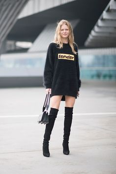 Anna Ewers is seen during Milan Fashion Week Fall/Winter 2017/18 on February 24 2017 in Milan Italy #StreetStyle #ModelOffDuty