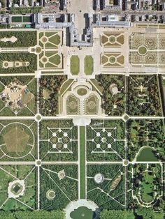 Garden Design Jardines The geometry of Versailles.Garden Design Jardines The geometry of Versailles Chateau Versailles, Versailles Garden, Palace Of Versailles, Luís Xiv, Landscape Design, Garden Design, Formal Gardens, Birds Eye View, Aerial Photography