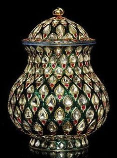 Enameled, with stepped rows of diamond and ruby bud-motifs  Deccan or Mughal India - 18th century
