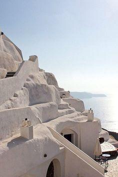 Άσπρη πέτρα ξέξασπρη κι απ' τον ήλιο ξεξασπρότερη - White stone vivid white and whiter than the sun - Φηρά Σαντορίνη