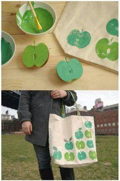 Selam... Şimdi bir canta suslemesi hakkında konuşalım Elmaları yarıya bölüp istediğimiz renge boyadiktan sonra düz bir çantaya boyadigimiz kısmı bastiriyoruz yani ELMA BASKISI'da diyebiliriz. :)