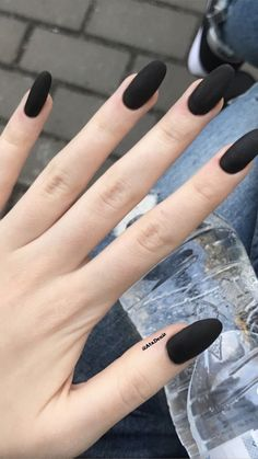 34 colors of nail polish trend in the spring of 2019 34 colors of nail polish trend in the spring of 2019 nageldesign muster Stylish Nails, Trendy Nails, Hair And Nails, My Nails, Matte Black Nails, Black Almond Nails, Nail Black, Black Manicure, Matte Nail Polish