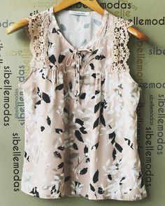 Blusa crepe print lace R$139,90 Tam P(38) M(40) G(42) ▶️Compras pelo site www.sibellemodas.com.br✔️ ▶️Aceitamos todos os cartões de crédito ▶️Cartão de crédito 06x sem juros Paypal ou 04 x sem juros Pagseguro ▶️Desconto a vista 8% (Depósito ou Transf) ▶️Whatsapp(11)961837847 ▶️Frete Grátis acima R$320,00 Scarf Dress, Blouse And Skirt, Blouse Styles, Blouse Designs, Mom Outfits, Corsage, Cute Tops, Beautiful Outfits, Ideias Fashion