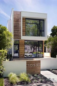 """Defined by clean lines and an overall uncluttered aesthetic, modern landscaping is the organic embodiment of """"less is more.""""Perfect for contemporary property layouts or as a welcome contrast against a more traditional home structure, the modern landscape is one that strives for symmetry and balance above all else. #nextluxury #homedesign #homedecor #homedecorideas Modern Landscape Design, Modern Landscaping, Outdoor Landscaping, Urban Landscape, Facade Design, Exterior Design, Exterior Homes, Exterior Siding, Modern House Facades"""