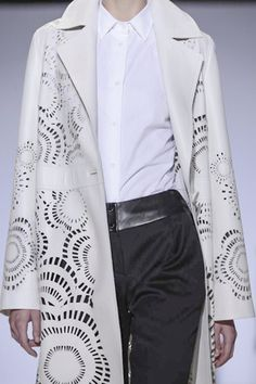 Lie Sang Bong Ready To Wear Spring Summer 2014 Paris...Love these details.