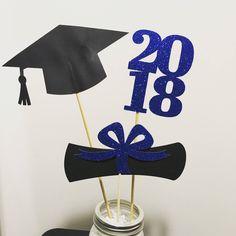 display for child grad party Graduation Open Houses, 8th Grade Graduation, Graduation Diy, High School Graduation, Graduation Party Centerpieces, Graduation Decorations, Quinceanera Centerpieces, Cake Paris, Grad Parties