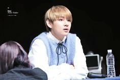 Что так сильно смутило Ви из BTS? | YESASIA