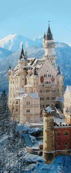 the most beautiful castle of all times: Castle Neuschwanstein in Germany/Bavaria