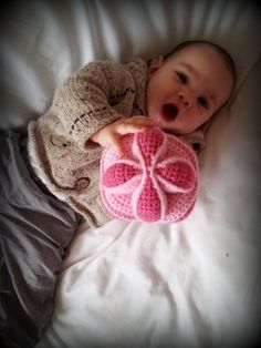 Crochet Amish Puzzle Ball FREE Pattern. Hours of fun for little ones...