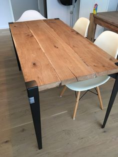 Something special for the living room. DIY Dining table with Floyd leg and frech oak top.