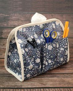 Diy Bags Patterns, Sewing Patterns, Fabric Crafts, Sewing Crafts, Diy Bag Designs, Diy Bags Purses, Small Sewing Projects, Tissue Box Covers, Fashion Sewing