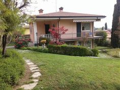 Villa La Quercia Padenghe sul Garda Set in Padenghe sul Garda, Villa La Quercia offers self-catering accommodation with free WiFi. Villa La Quercia boasts views of the lake and is 39 km from Verona. Private parking is available on site.  A flat-screen TV is offered.
