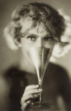 Photo by Studio Manassé, ca. 1932.
