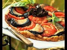 Receita de Berinjela à italiana com vinho tinto - berinjela em rodelas, polvilhe com sal e ponha para escorrer numa peneira. Deixe por 1 hora. Corte o tomate em pedaços grandes. Numa assadeira...