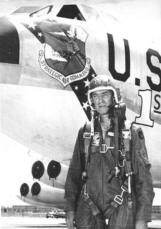 When Jimmy Stewart flew in Vietnam: the Story of the Hollywood Star who became an Air Force General - The Aviation Geek Club Old Hollywood Stars, Old Hollywood Movies, Hollywood Walk Of Fame, Hollywood Actor, Vintage Hollywood, Classic Hollywood, Marilyn Monroe Old, Strategic Air Command, B 52 Stratofortress