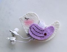 Handmade Gifts Purple Wing Bird Earphones Winder from Lily's Handmade - Desire 2 Handmade Gifts. Felt Diy, Felt Crafts, Fabric Crafts, Sewing Crafts, Diy And Crafts, Crafts For Kids, Arts And Crafts, Pochette Portable, Craft Projects