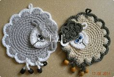 Hello crocheters, today I share this beautiful pattern crochet potholder. A crochet piece very beautiful and friendly that will leave your . Bobble Crochet, Crochet Sheep, Crochet Potholders, Filet Crochet, Love Crochet, Crochet Motif, Crochet Yarn, Crochet Flowers, Crochet Patterns