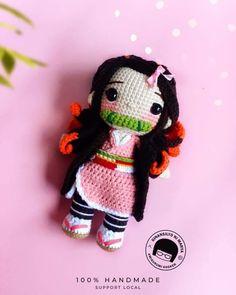 Mónica Jiménez | ВКонтакте Crochet Bee, Kawaii Crochet, Crochet Mask, Crochet Dollies, Crochet Doll Pattern, Love Crochet, Crochet Patterns Amigurumi, Crochet Toys, Handmade Soft Toys