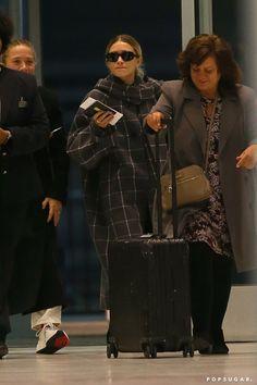 Photo of Mary-Kate and Ashley Olsen at JFK Airport Ashley Mary Kate Olsen, Ashley Olsen, Elizabeth Olsen, Curvy Fashion, Petite Fashion, Style Fashion, Olsen Twins Style, Olsen Sister, Fall Fashion Trends