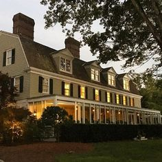12 New England Inns That Are Total Gilmore Goals: The Mayflower Inn and Spa in Washington, CT New England Fall, New England Travel, New England Style, Mayflower Inn, Dragonfly Inn, Hotel Bedroom Design, New Windsor, East Coast Road Trip, Adventures Abroad