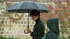 The first time Kim Shin sees Ji Eun Tak! Goblin meet your bride Top Korean Dramas, Korean Drama List, Cha Seung Won, Lee Seung Gi, Boys Over Flowers, Goblin Korean Drama, Ji Eun Tak, Oh Yeon Seo, Goblin Kdrama