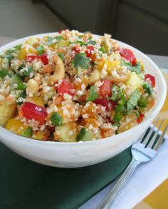Vanilla & Spice: Tropical Detox Salad Don't know what it is.looks good though:) Clean Eating, Healthy Eating, Healthy Detox, Healthy Lunches, Healthy Food, Cleanse Detox, Juice Cleanse, Vegetarian Recipes, Recipes