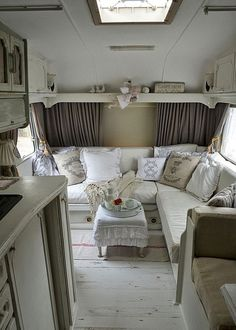 Easy rv travel trailers camper remodel ideas on a budget (45)