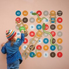 Learning numbers doesn't get any better than this! Learn and play with our great interactive snakes and ladders wall sticker.  Make your way to the finish by rolling the die. If you land on a ladder you'll find a speedy shortcut, but watch out for those slippery snakes!