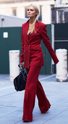 How to wear a trouser suit like the street style set and our guide to the best suits to buy now. Suit Fashion, Runway Fashion, Fashion Looks, Fashion Outfits, Fashion Trends, Fashion Clothes, Belle Silhouette, Suits For Women, Clothes For Women