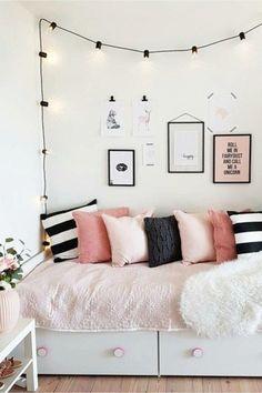 Unique beautiful new bedroom storage solutions 31 Tiny Bedroom Storage, Small Bedroom Vanity, Very Small Bedroom, Small Space Storage, Small Bedrooms, Trendy Bedroom, Creative Storage, Storage Ideas, Creative Ideas