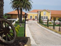 Casa Agricola Quinta Da Junqueira Reguengo Grande Casa Agricola Quinta Da Junqueira offers pet-friendly accommodation in Reguengo Grande. Guests benefit from terrace and an outdoor pool. Free WiFi is featured throughout the property.