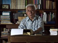 Pakar Bahasa Indonesia JS Badudu Wafat di Usia 89 Tahun : Pakar Bahasa Indonesia Jusuf Sjarif Badudu atau lebih dikenal sebagai JS Badudu meninggal dunia hari ini Sabtu 12 Maret 2016. Badudu berpulang pada usia 89 tahun.