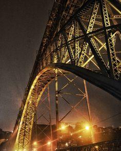 """Luzes Névoa e uma Ponte"" - Ponte D. Luís I - Porto Portugal . . . . .  #ic_architecture #icu_architecture #jj_architecture #creative_architecture #arkiromantix #tv_architectural #lookingup_architecture #unlimitedcities #arquitecturamx #excellent_structure #sky_high_architecture #architecture_greatshots #minimal_lookup #diagonal_symmetry #art_chitecture_ #rustlord_archdesign #srs_buildings #ptk_architecture #archi_features #architectonics_world #skyscraping_architecture #icu_architecture…"