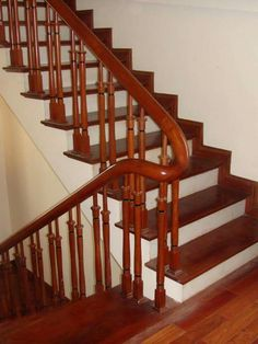 Thiên Hương Wooden Staircase Railing, Wooden Main Door Design, Home Stairs Design, Stair Decor, Bedroom Bed Design, Modern Stairs, House Stairs, Woodworking Techniques, Stair Case