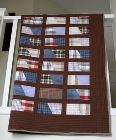 """create: """"dad's shirts"""" a keepsake / memory quilt Flannel Quilts, Plaid Quilt, Shirt Quilts, Necktie Quilt, Quilting Projects, Quilting Designs, Quilting Tips, Diy Camisa, Memory Pillows"""