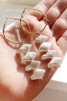 Pearl Jewelry, Beaded Jewelry, Pearl Earrings, Wire Jewelry, Hoop Earrings, Wire Wrapped Earrings, Geometric Jewelry, Simple Jewelry, Boutique