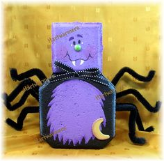 Stella Spider - Halloween Craft from paving brick Painted Bricks Crafts, Brick Crafts, Painted Pavers, Stone Crafts, Cement Pavers, Brick Pavers, Halloween Rocks, Halloween Crafts, Halloween Decorations